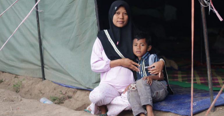 lombok, pray for lombok, let's help lombok. bencana alam, gempa bumi