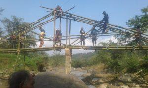 lumbung desa, petani, jembatan, pesawahan