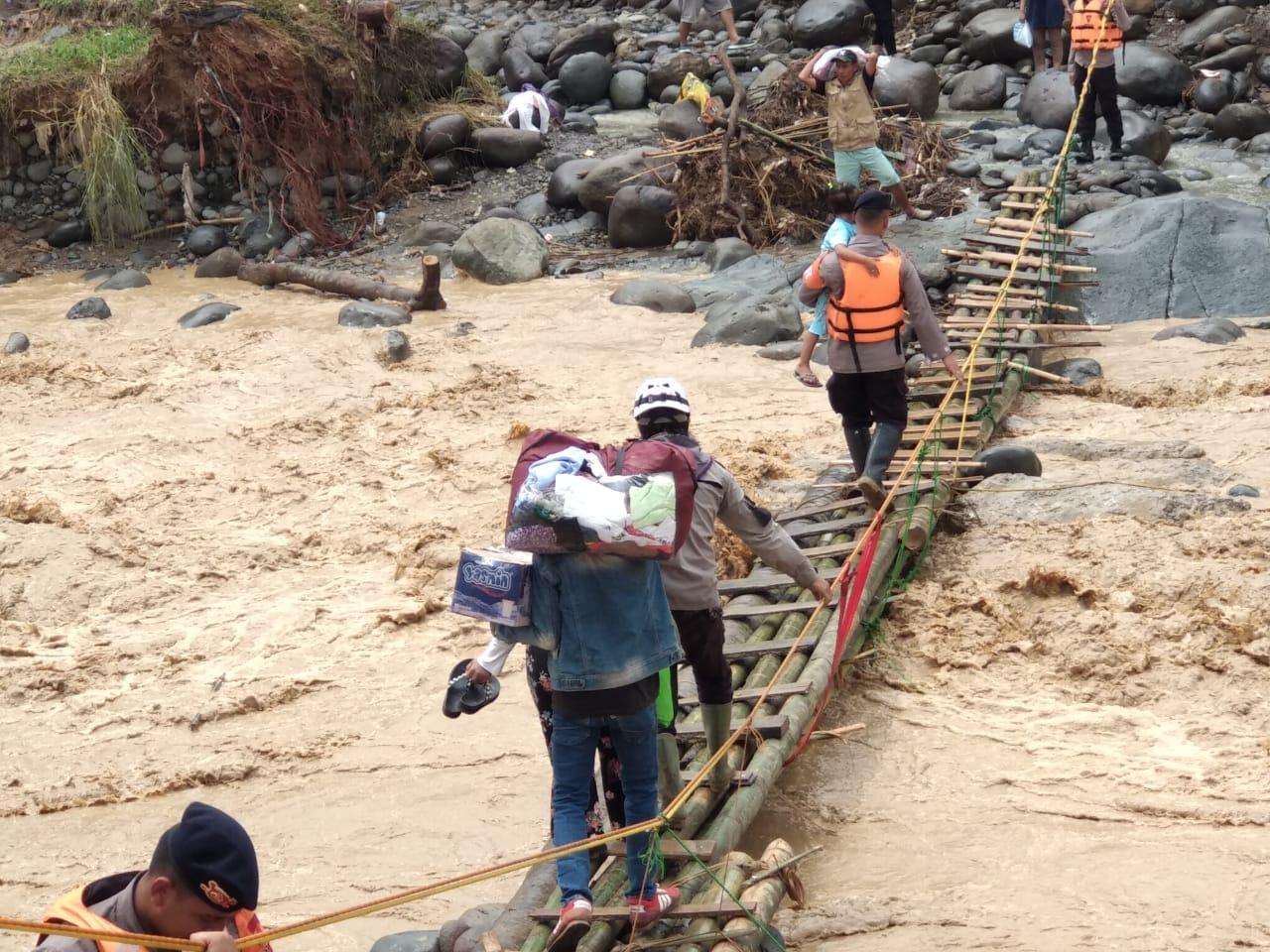 korban banjir, longsor, jembatan
