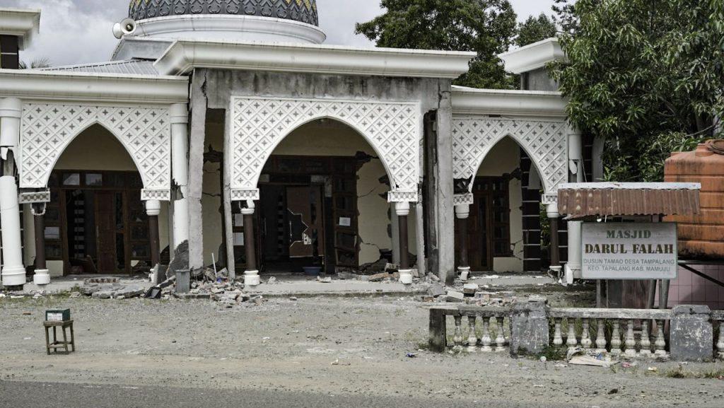 gempa bumi mamuju sulawesi barat, sinergi foundation, mesjid