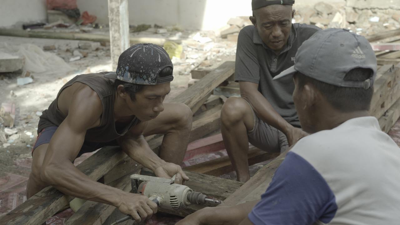 semangat gotong royong pembangunan shelter serasi sehat ramah sinergi inklusif, majene, gempa bumi, shelter